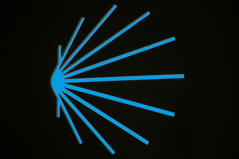 """Wegweiser, Gillonnay (F), 10.06.2009.  <a href=""""http://maps.google.com/maps?q=45.39932000,5.30986667&spn=0.001,0.001&t=k&hl=de"""" rel=""""nofollow"""" target=""""_blank"""">Zeige Standort</a>"""